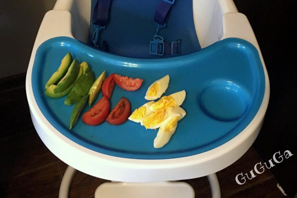 Jajko na twardo, awokado i pomidor blw